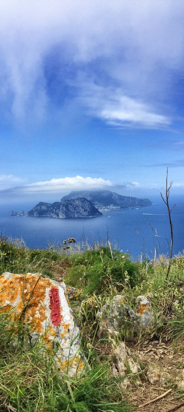 Amalfiküste Wanderweg Etappe 6 Blick auf Capri vom CAI 300 aus