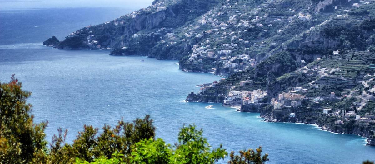 Caminhada na Costa Amalfitana, estágio 1, de Raito a Maiori Vista da descida do Santuario della Madonna Avvocata