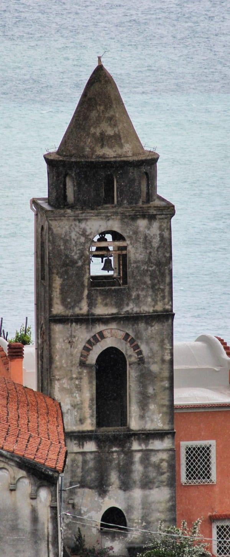 Amalfiküsten Wandern Der Kirchturm der Chiesa S. Michele unterhalb von Ravello