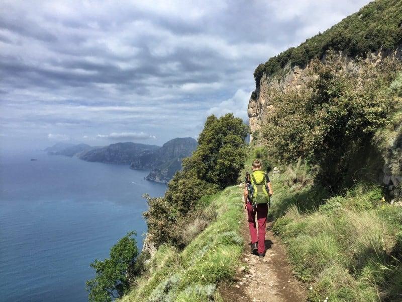 Auf dem Sentiero degli Dei wandert man zwischen Himmel und Meer