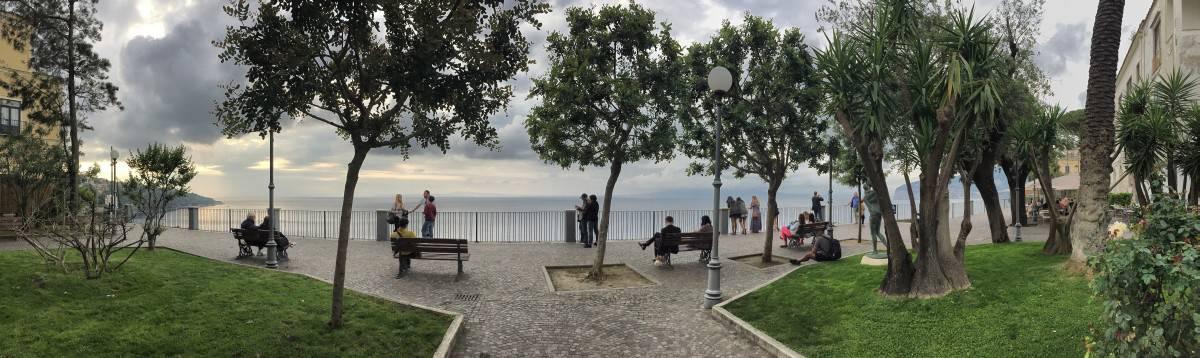 O passeio sobre as falésias em Sorrento