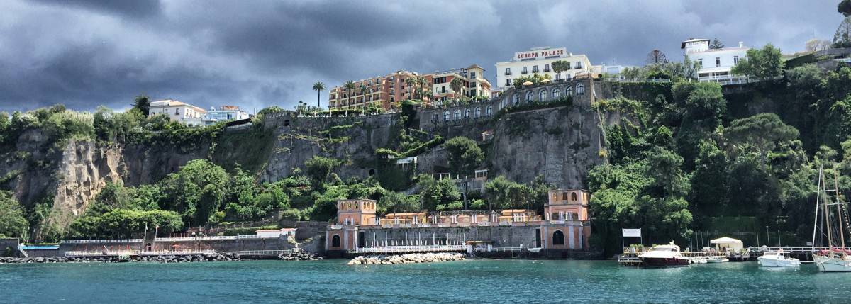 Star hotels on the steep coast of Sorrento