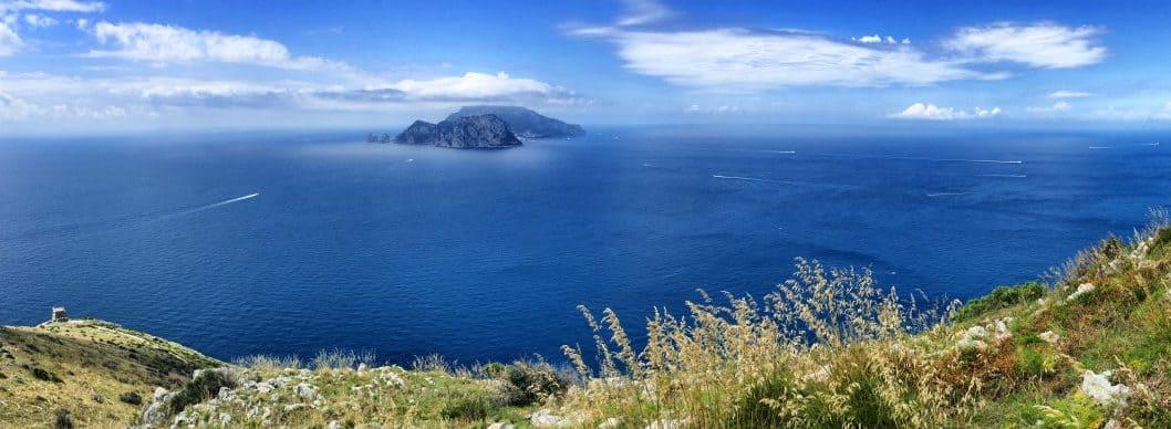 Unwirkliche Perspektive auf dem CAI 300 Blick auf Capri von oben Etappe 6