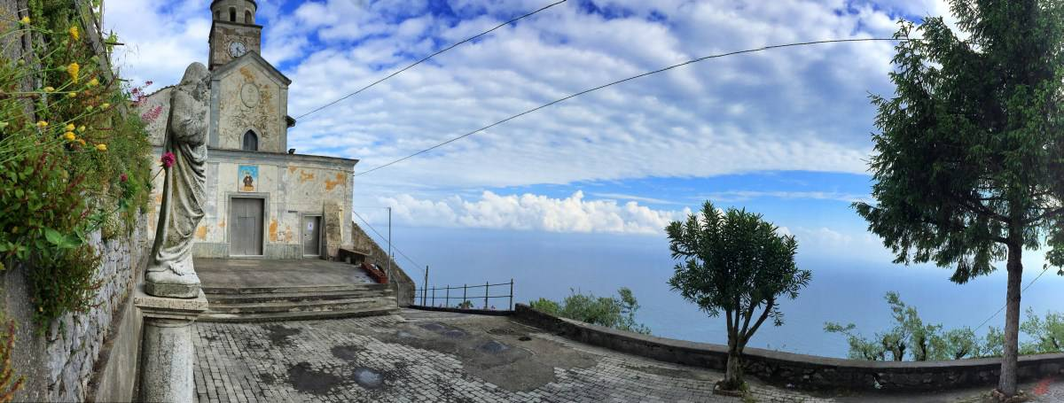 Wandern entlang der Amalfiküste Etappe 3 Viele pittoreske Kirchen und Kapellen entlang des Wegs